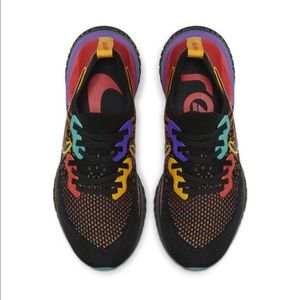 Nike Women's Epic React Flyknit 2 Size: 5.5